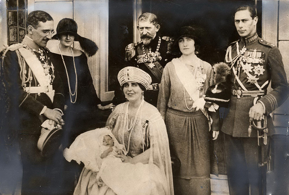 King Alexander, Princess lleana, Romanian King Ferdinand and Queen Maria, Duchess and Duke of York, the future King George VI