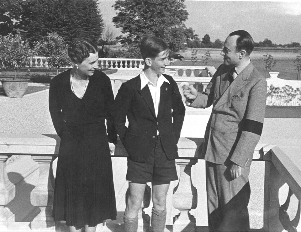At the White Palace, with his uncle and aunt, TRH Prince Paul and Princess Olga