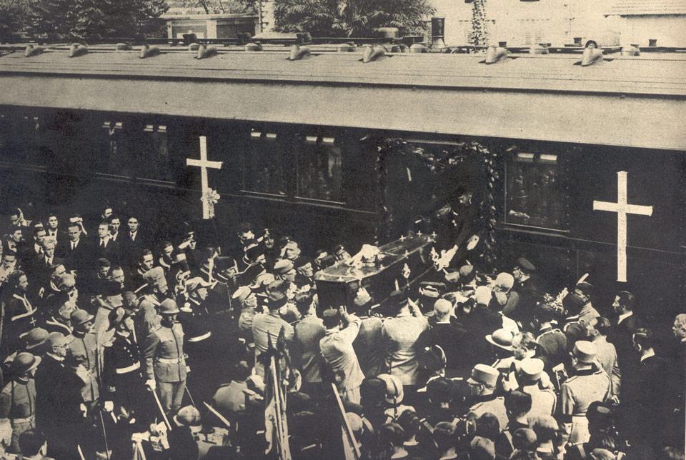 Arrival of HM King Alexaner I's coffin