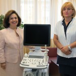 """HRH Crown Princess Katherine and Prof. Dr Snezana Rakic, the director of the GOC """"Narodni Front"""" next to the ultrasound device donated to this institution by the Crown Princess"""