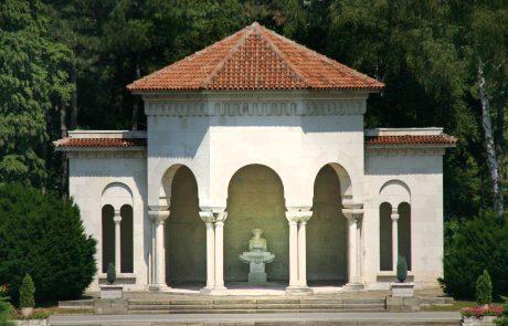 """Paviljon Kraljevskog dvora Srbije u kome se nalazi skulptura Ivana Meštrovića """"Povijest Hrvata"""""""