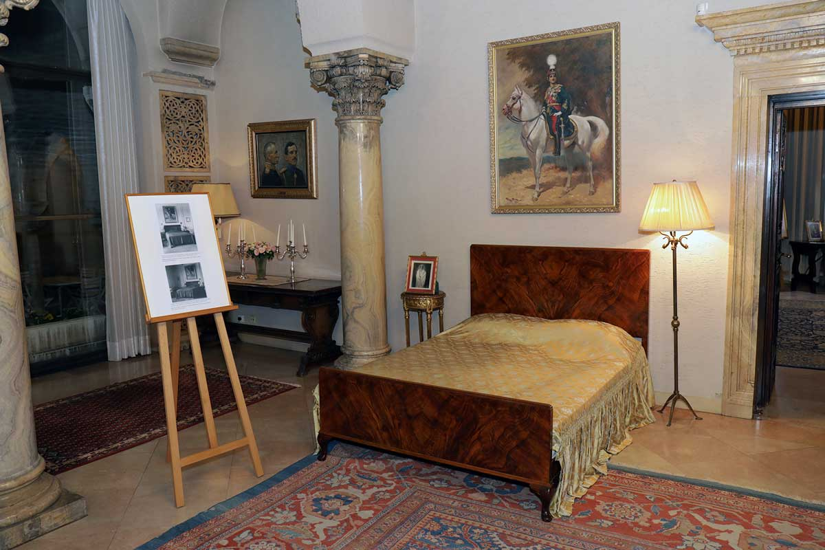 Bed of King Alexander I and King Peter II