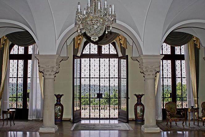 Pogled iz Plavog salona Kraljevskog dvora Srbije