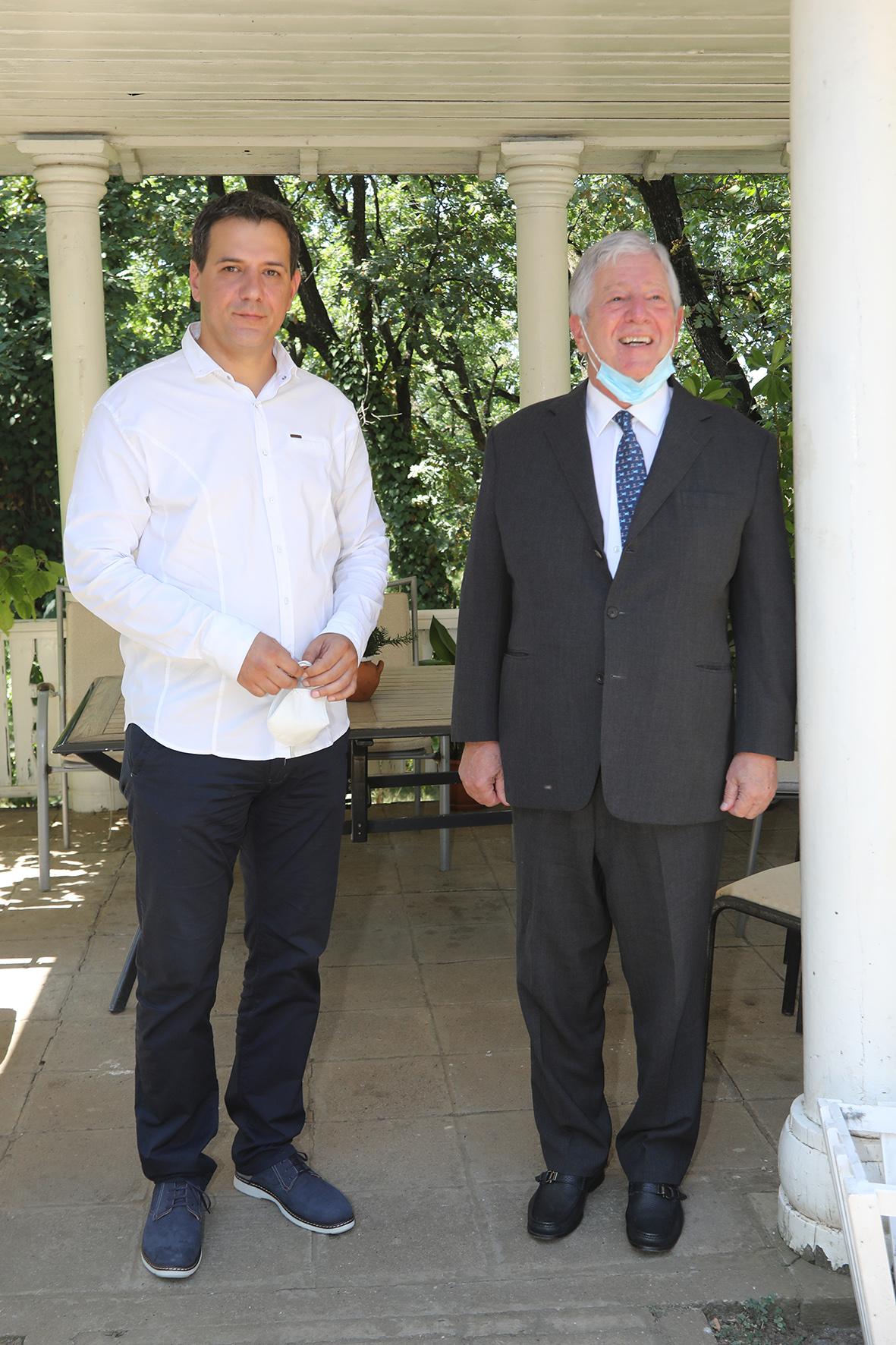 Њ.К.В. Престолонаследник Александар са председником општине Топола, г-дином Игором Петровићем