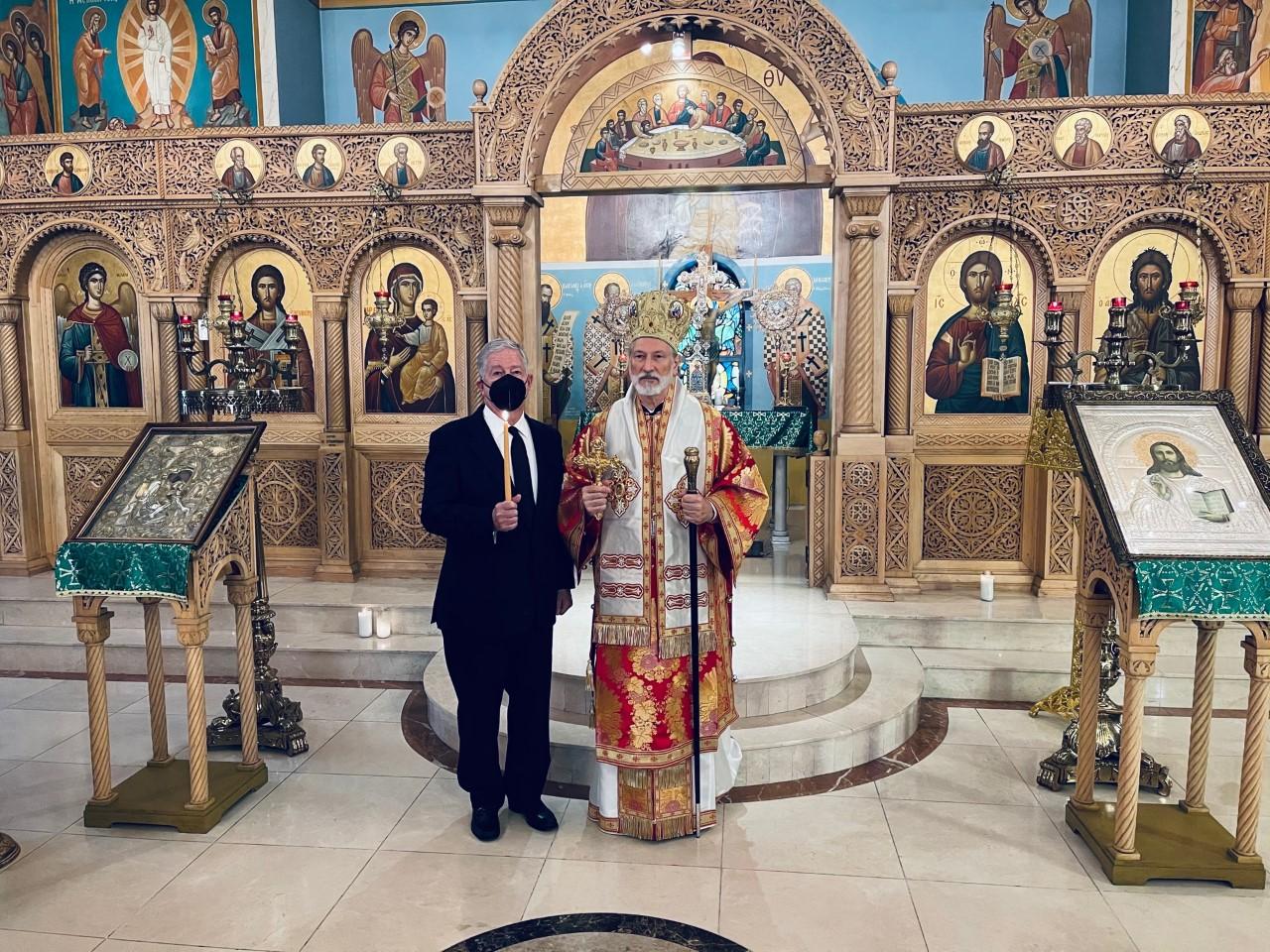 Њ.К.В. Престолонаследник Александар са Његовим Преосвештенством Епископом источно-америчким Г. Иринејом