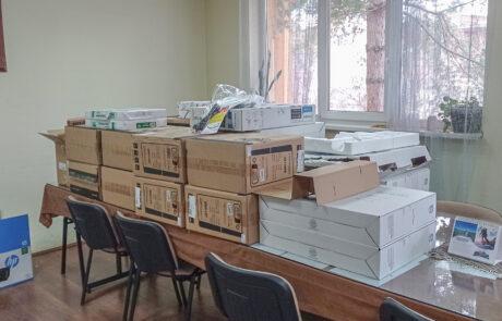 Донација компјутера и штампача за децу из школа и домова