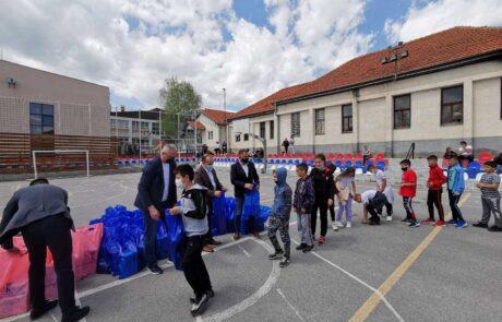 Easter packages for children in Veliko Ropotovo